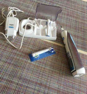 Электрическая зубная щётка Braun Oral b