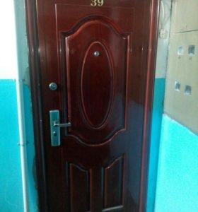 Дверь металлическую б/у