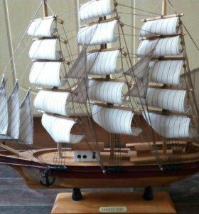 Корабль (парусник) сувенирный
