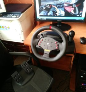Игровой руль+педали Logitech MOMO