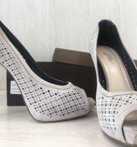 Продам туфли Juicy Couture