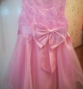 Нарядное платье. Размер 104 - 110