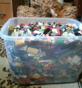 Лего в коробке.срочно
