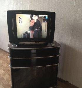 Телевизор с подставкой.