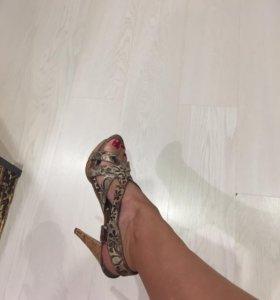 Классные босоножки на модной пробковой подошве