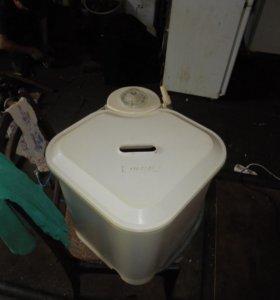 Продаю стиральную машинку Фея .