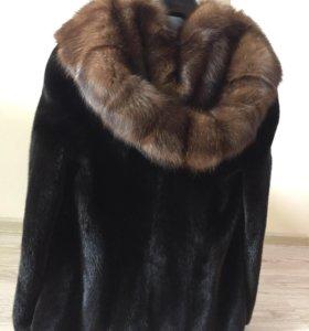 Шубa Black Glama с глубоким капюшоном из соболя