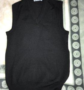 Мужская чёрная шерстяная жилетка размер S