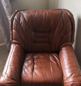 2 кресла из натуральной кожи.