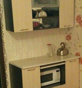 Кухонный стол и шкафчик