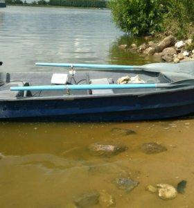 Моторно-гребная лодка мираж-300