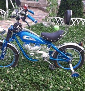 Велосипед, стилизованный под мотоцикл.