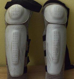 Защита колен и голени Dainese Freestyle