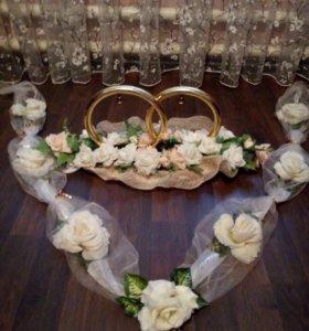 Свадебные кольца и украшения на машину