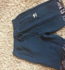 Оригинальные спортивные шорты Adidas