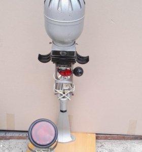 Фотоувеличитель, фонарь, рамка и реактивы