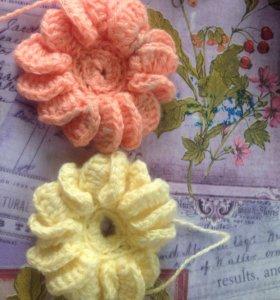 2 вязанных цветочка