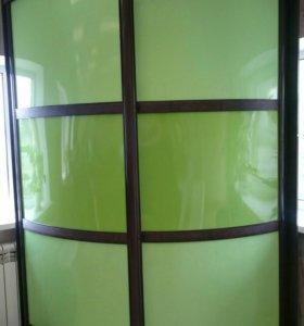 Угловой шкаф-купе с радиусными дверями