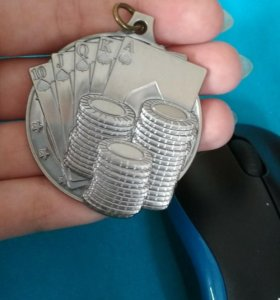 Медальон покер