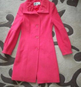 Женское драповое пальто.Цвет-фуксия