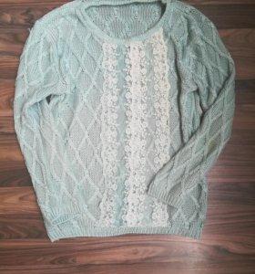 Свободный свитер с кружевом
