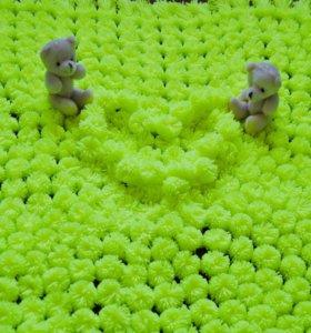 Плед из помпонов желто-зеленый