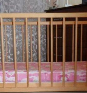 Кроватку детская ,и матрасик новый в кроватку.