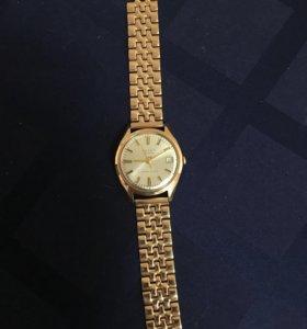 Золотые часы с браслетом