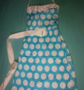 Голубое платье в белый горох