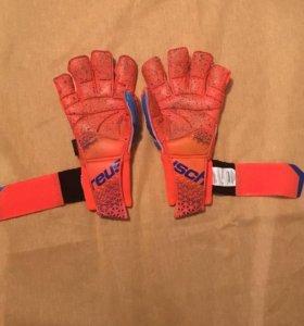 Профессиональные вратарские перчатки Reush