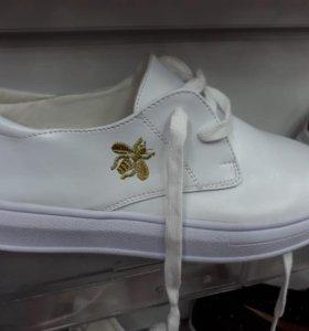Белые Gucci 37 размер