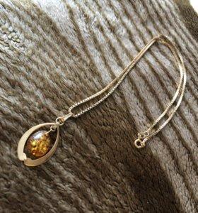 Подвеска золотая с янтарём