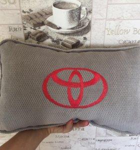 Подушки с лого Toyota и др. для авто