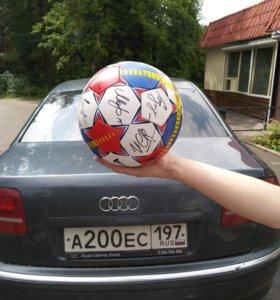 Продаю футбольный мяч с автографами футболистов