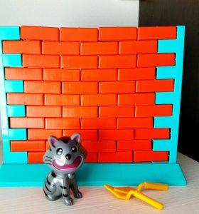 Кошка на стене