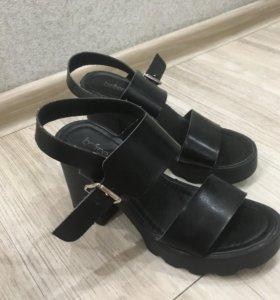 Босоножки / Туфли на каблуке женские 38 размер