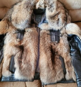 Кожаная муж куртка с мехом енота