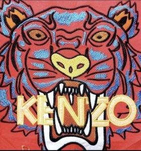 Майка Kenzo.