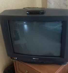 Телевизор Samsung с приставкой и антенной