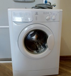 Узкая стиральная машина Indesit WIUN105