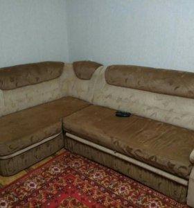 Угловой диван раскладывается .