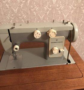 Продаю швейную машину чайка 142м