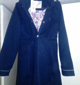 Пальто новое на девочку  рост 158