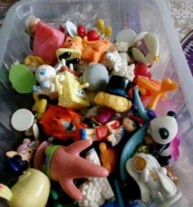 Много мелких игрушек
