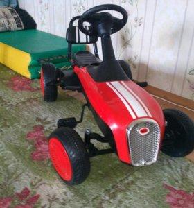 Машина детская на педалях