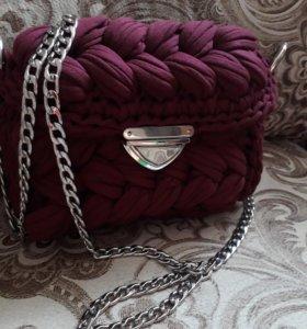Вязаная сумочка из трикотажной пряжи