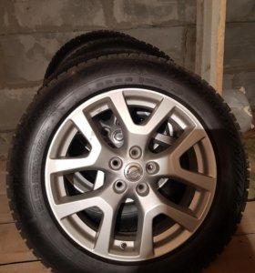 Продам комплект зимних колес на литье, ниссан
