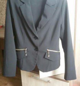 Продам классический пиджак и штаны на девочку