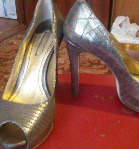 Обувь б/у.размер 39.цена 300р.