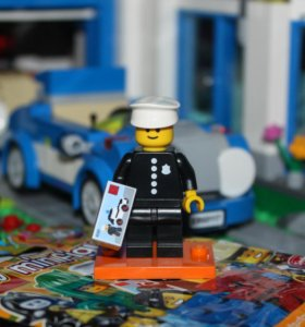 Лего Минифигурка из 18 серии (71021) - Полицейский
